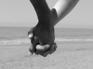 black-and-white-pictures-of-people-holding-hands-2-jpg